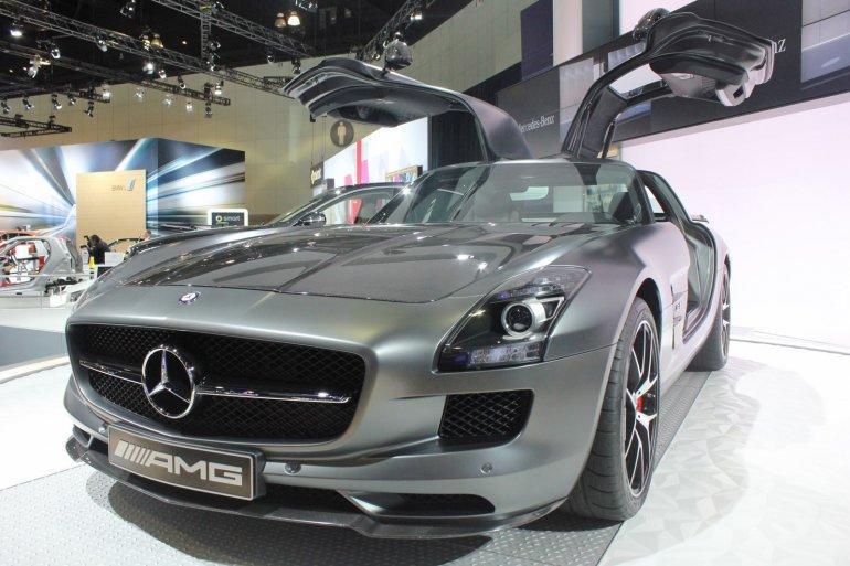 2014 Mercedes SLS AMG GT Final Edition front quarter