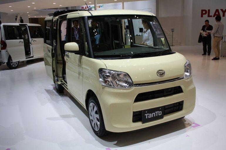 New Daihatsu Tanto front three quarters at 2013 Tokyo Motor Show