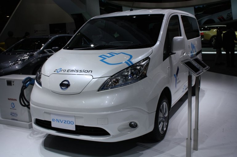 Nissan e-NV200 front three quarters right