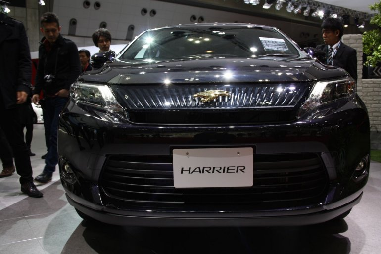 Toyota Harrier front fascia at 2013 Tokyo Motor Show