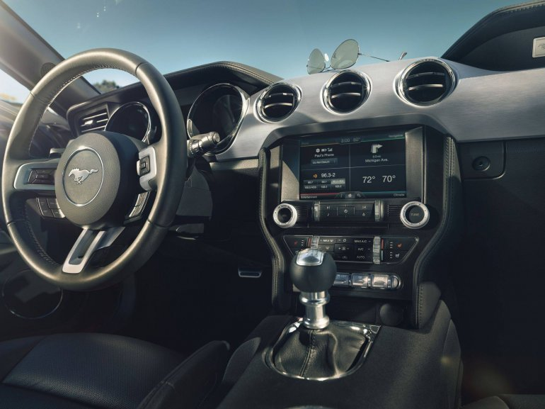 2015 Ford Mustang interior leaked press shot