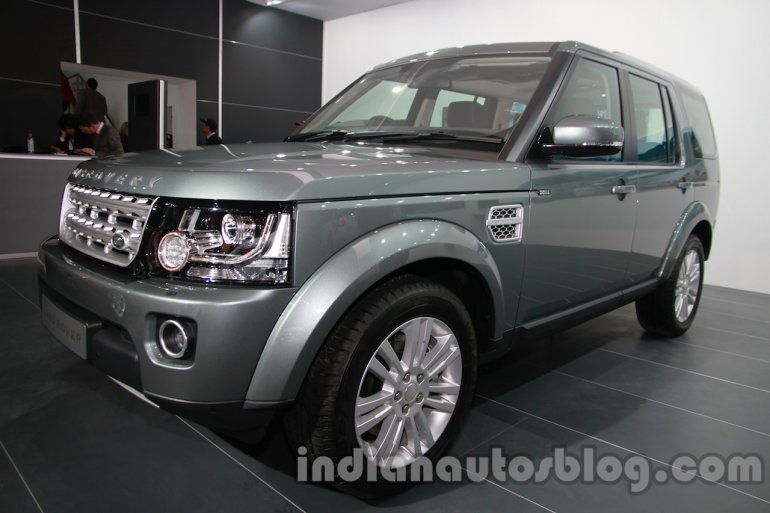 2014 Land Rover Discovery front three quarters at Auto Expo 2014