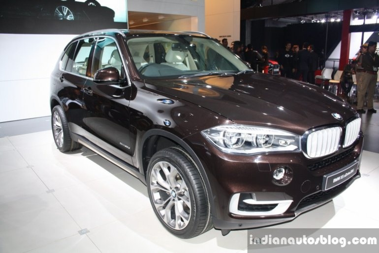 BMW X5 front three quarter right live
