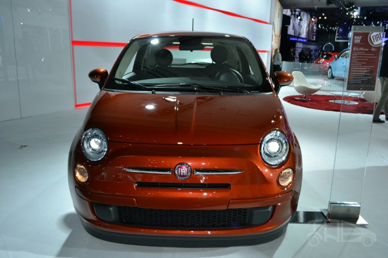 2015 Fiat 500 front at the 2014 New York Auto Show