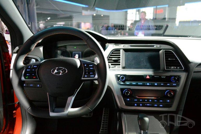 2015 Hyundai Sonata at 2014 New York Auto Show - steering