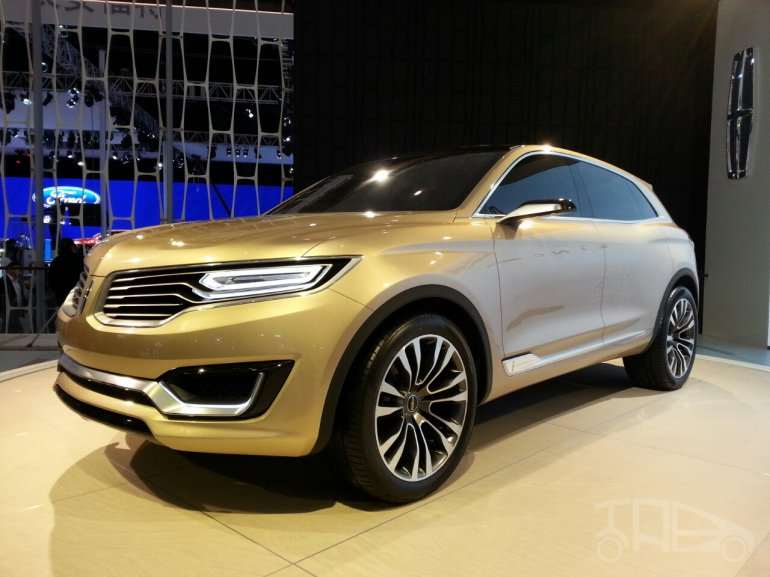 Lincoln MKX Concept front three quarters at Auto China 2014