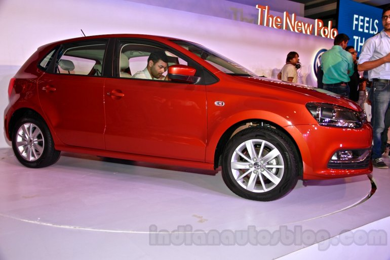 2014 VW Polo facelift front three quarters left 2 launch