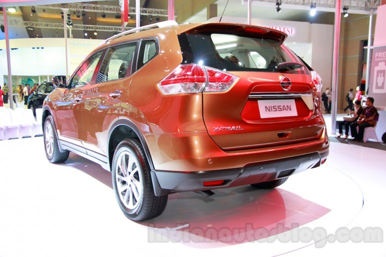 2014 Nissan X-Trail at the 2014 Indonesia International Motor Show rear quarters