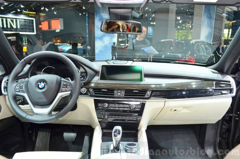 2015 BMW X6 interior at the 2014 Paris Motor Show