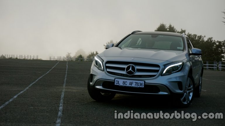 Mercedes GLA turning in on the review