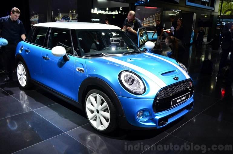 Mini 5 door front three quarters at the 2014 Paris Motor Show