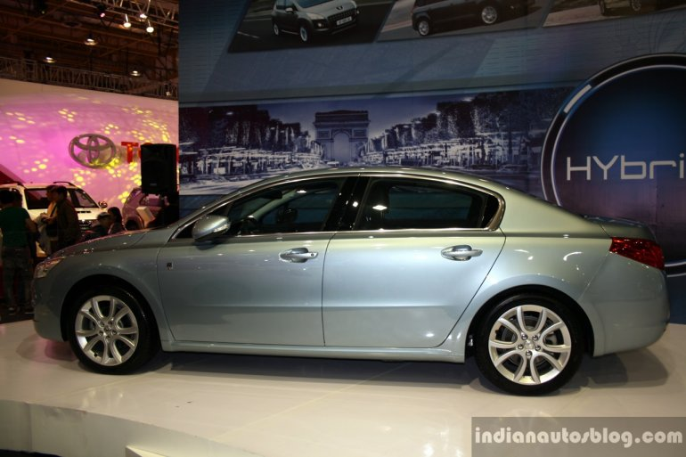 Peugeot 508 Hyrbid4 side at the Philippines Motor Show 2014