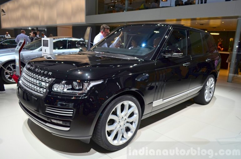 2015 Range Rover at the 2014 Paris Motor Show