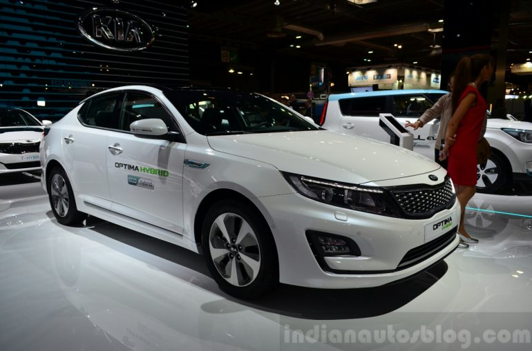 Kia Optima Mild Hybrid concept front three quarter at the 2014 Paris Motor Show
