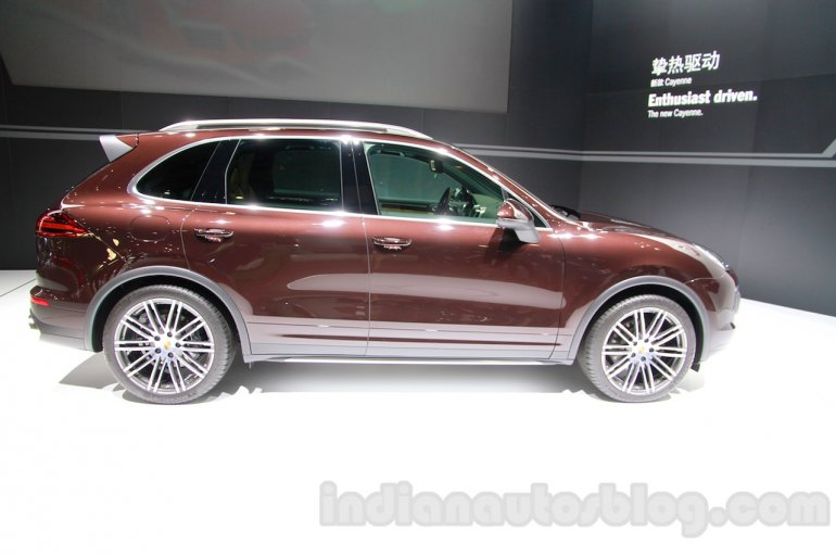 2015 Porsche Cayenne Facelift side at the 2014 Guangzhou Auto Show