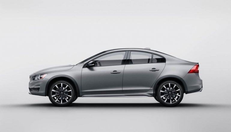 2015 Volvo S60 Cross Country side