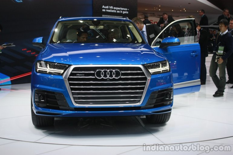 2016 Audi Q7 front at the 2015 Detroit Auto Show