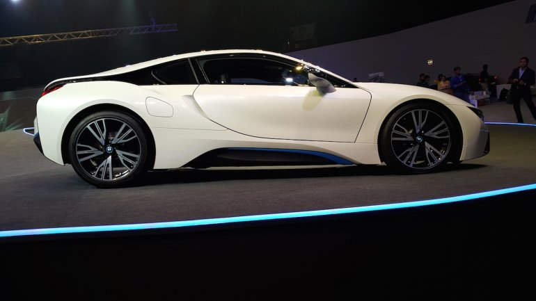 2015 BMW i8 India launch side