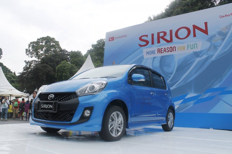 2015 Daihatsu Sirion front three quarter