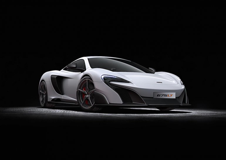 2016 McLaren 675LT press shot front quarter