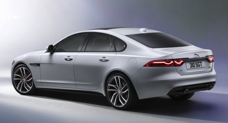 2016 Jaguar XF side profile zoom-in