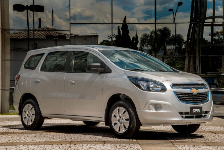 2016 Chevrolet Spin front three quarter