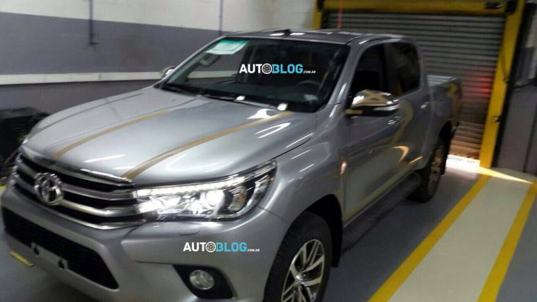 2016 Toyota Hilux front leaked