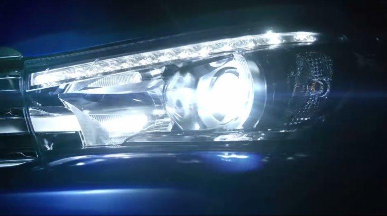 2016 Toyota Hilux Revo headlight teased