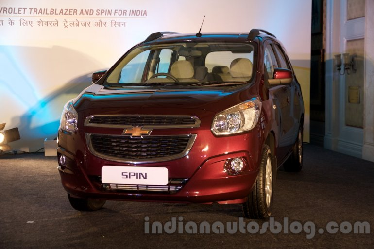 2017 Chevrolet Spin front quarter unveiled in Delhi