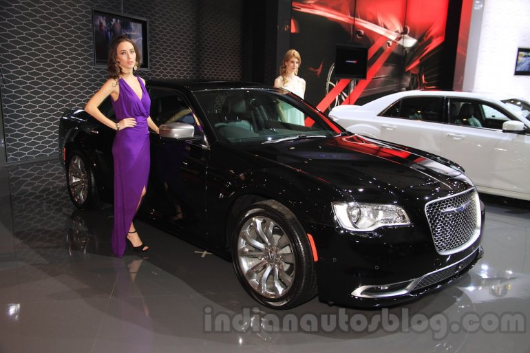 2015 Chrysler 300 (facelift) front three quarter at the 2015 Indonesia International Motor Show