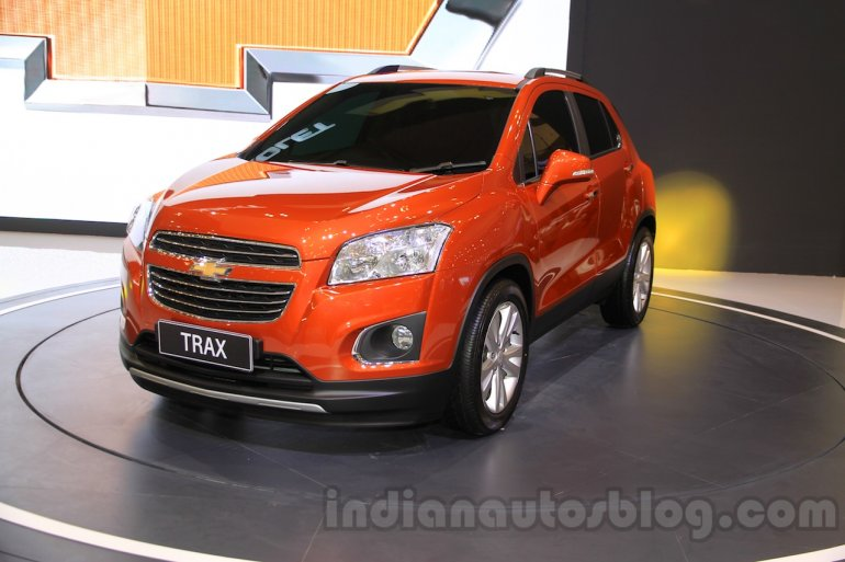 Chevrolet Trax SUV front three quarter at the 2015 Gaikindo Indonesia International Auto Show (GIIAS 2015)