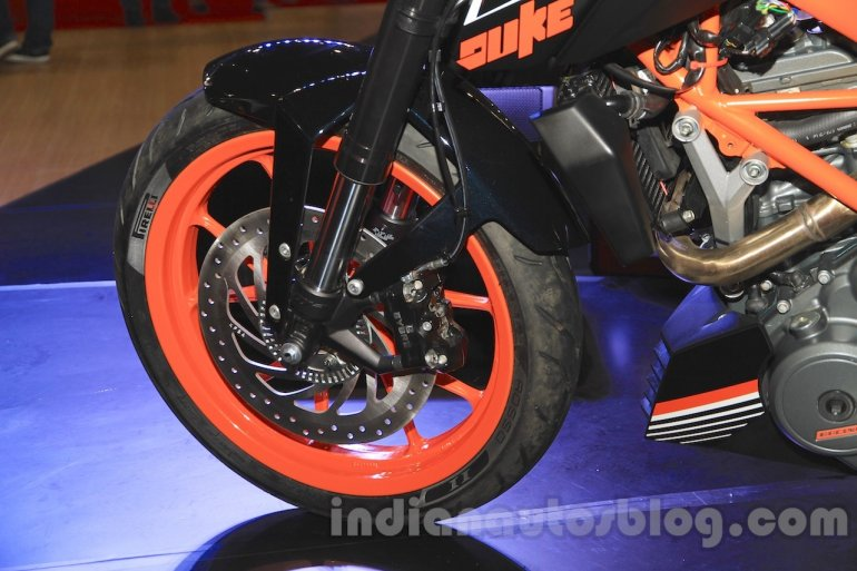 KTM Duke 250 front wheel and disc brake at the Indonesia International Motor Show 2015 (IIMS 2015)