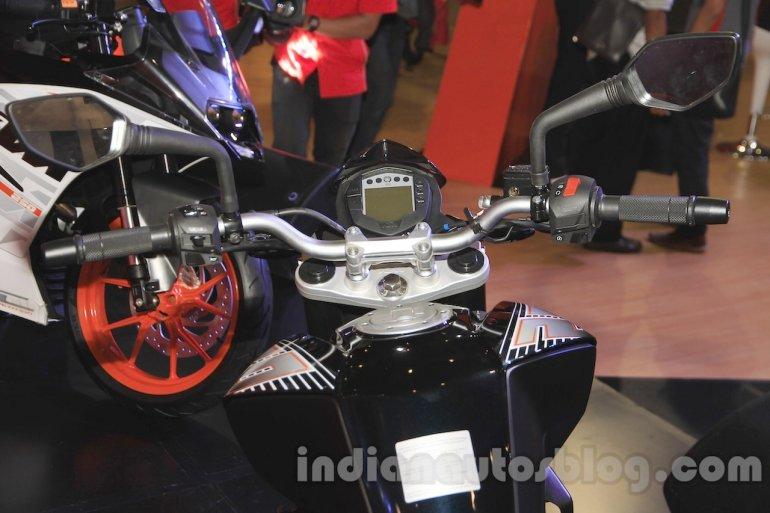 KTM Duke 250 handlebar and instrument cluster at the Indonesia International Motor Show 2015 (IIMS 2015)