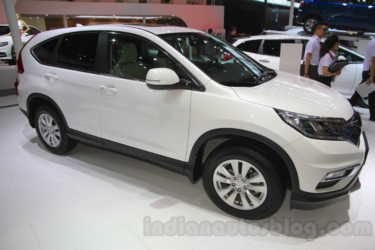 2015 Honda CR-V facelift front quarter at the 2015 Chengdu Motor Show