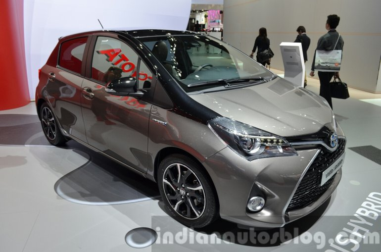 2016 Toyota Yaris Bi-Tone Hybrid front three quarter at IAA 2015