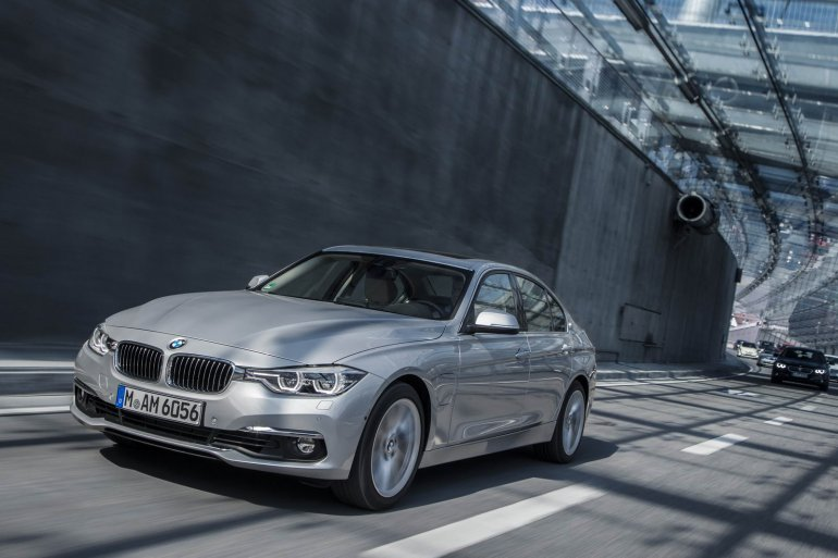 BMW 330e PHEV front three quarter unveiled