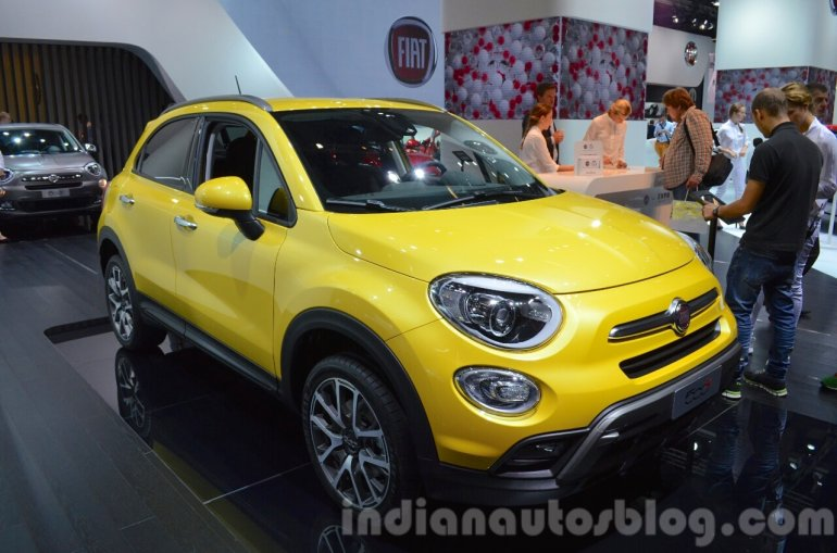 Fiat 500X Cross Plus yellow front three quarter at the IAA 2015