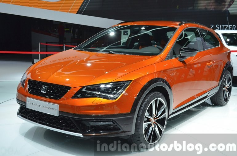 Seat Leon Cross Sport front three quarter right at IAA 2015