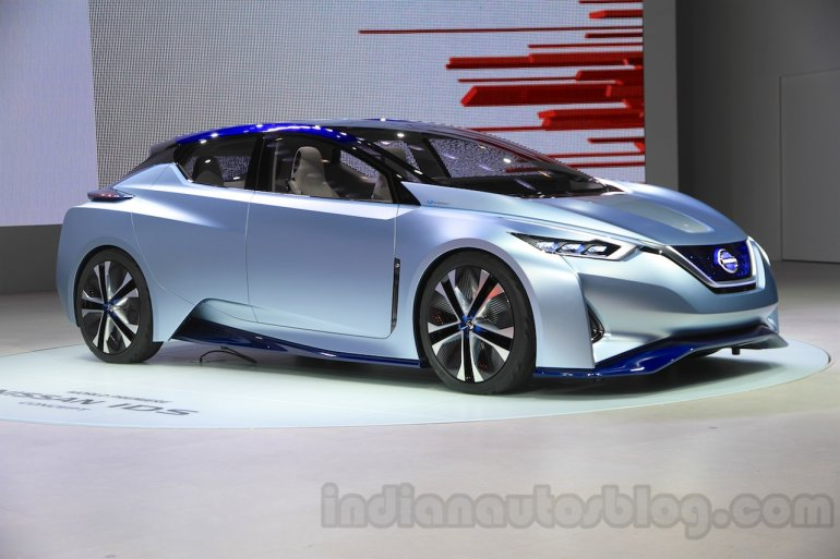 Nissan IDS Concept front quarter at the 2015 Tokyo Motor Show