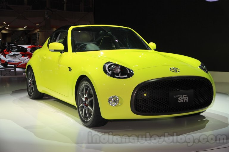 Toyota S-FR concept front quarter at the 2015 Tokyo motor show