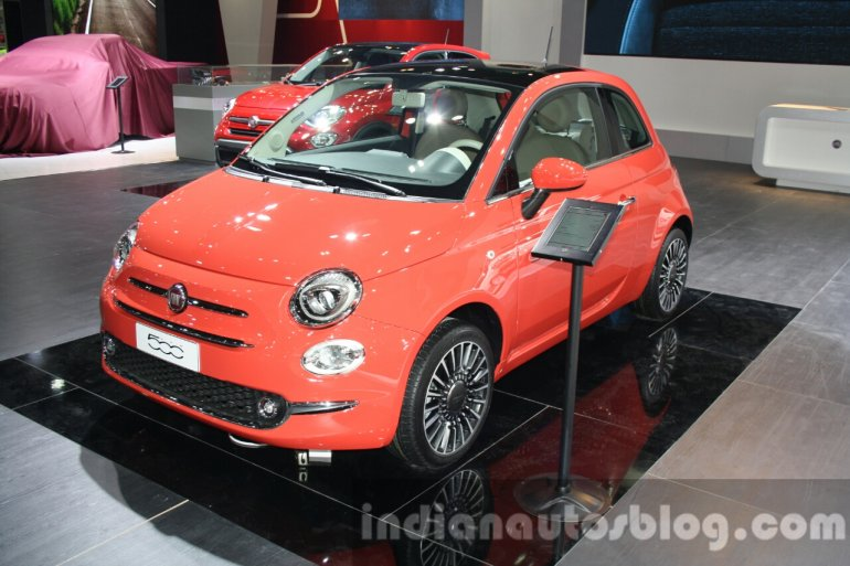 2016 Fiat 500 (facelift) front quarter at the 2015 Dubai Motor Show