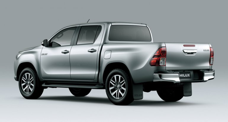 2016 Toyota Hilux rear three quarter launched in Argentina