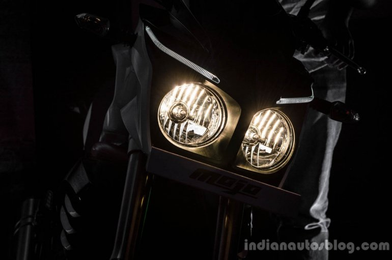 Mahindra Mojo headlamp wallpaper review