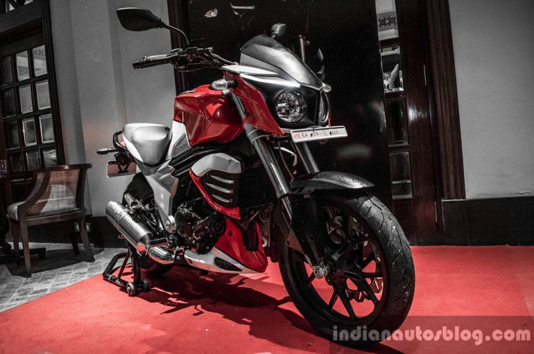 Mahindra Mojo red and white front quarter review