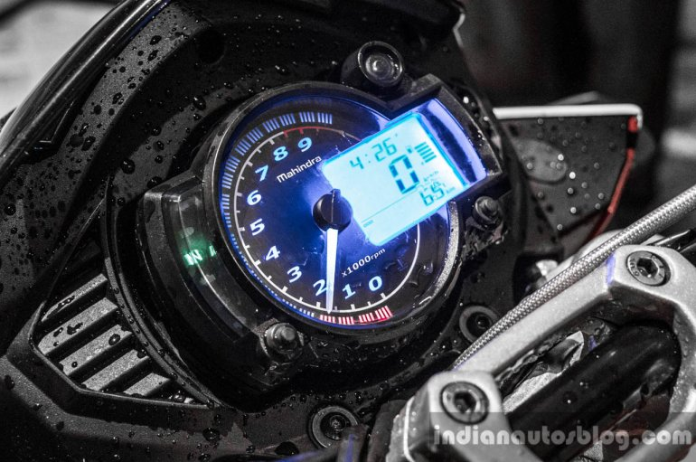 Mahindra Mojo red and white instrument cluster review