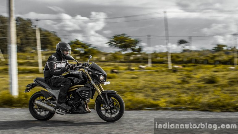 Mahindra Mojo tracking shot wallpaper