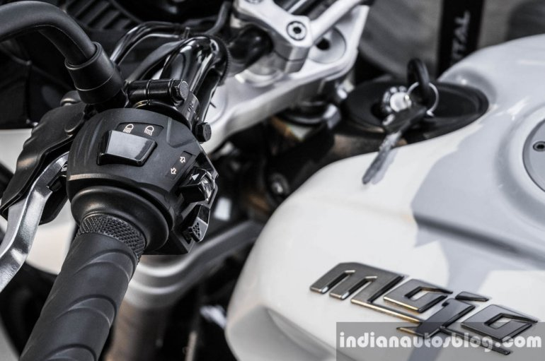 Mahindra Mojo white left buttons review