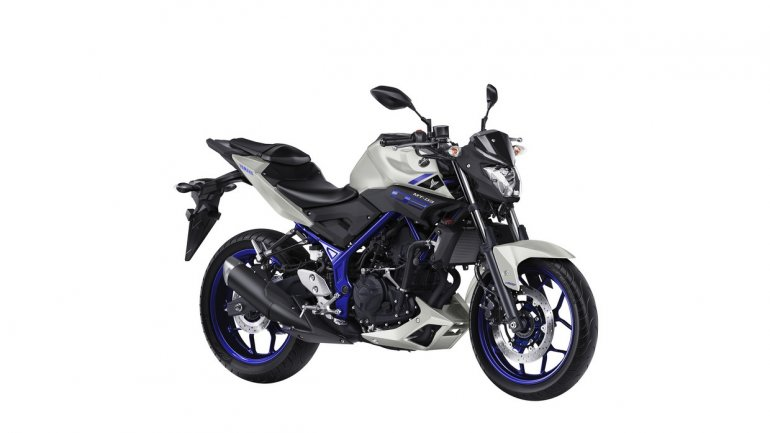 Yamaha MT-03 front quarter unveiled at EICMA 2015