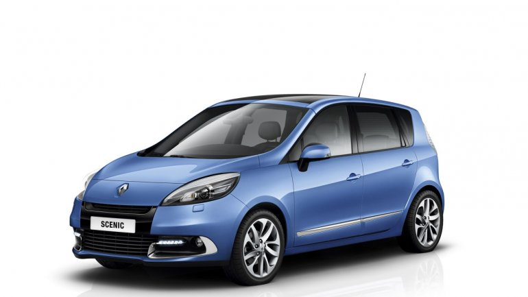 2012 Renault Scenic front three quarters