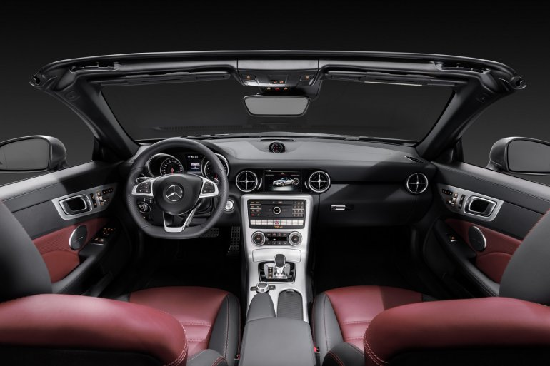 Mercedes SLC studio dashboard